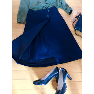 アドーア(ADORE)の美品〈ADORE〉紺スカート 38(ひざ丈スカート)