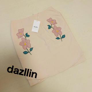 ダズリン(dazzlin)のダズリンサイドエンブロイダリーフラワーミニスカート(ミニスカート)
