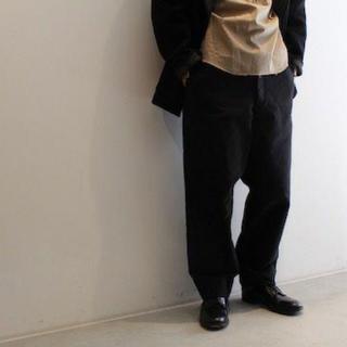 コモリ(COMOLI)のcomoli モールスキン バックストラップ パンツ(ワークパンツ/カーゴパンツ)