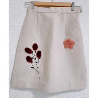 ミーア(MIIA)の【ほぼ未使用 秋冬スカート】MIIA花柄スカート(ひざ丈スカート)