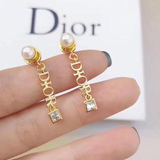 ディオール(Dior)のアルファベット パール☀︎ストォゥンピアス 1点のみ(ピアス)