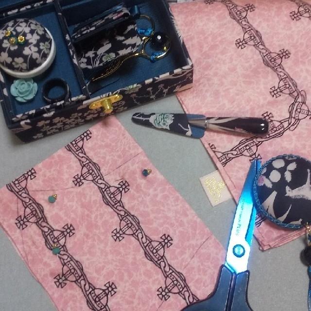 Vivienne Westwood(ヴィヴィアンウエストウッド)のオーブ刺繍入り スクイグルハンカチ インナーマスク ヴィヴィアン レディースのアクセサリー(その他)の商品写真