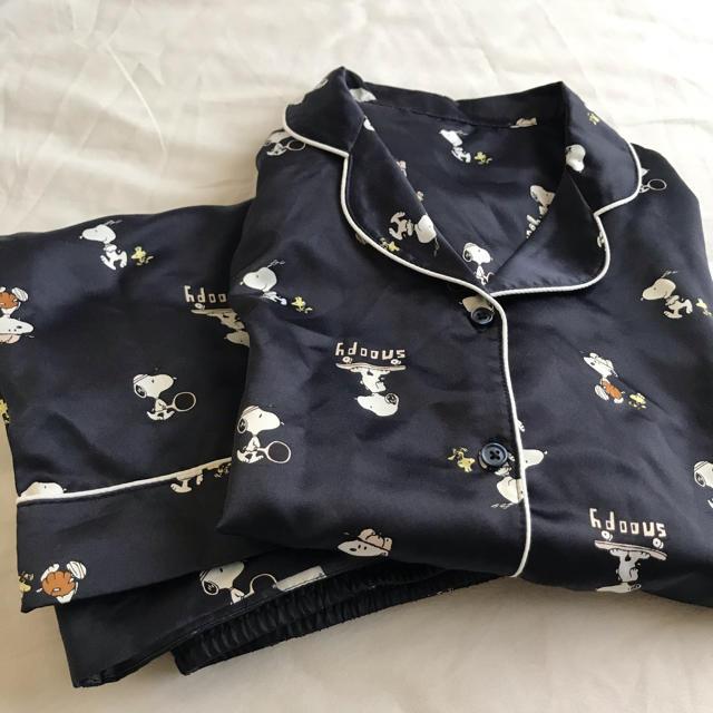 GU(ジーユー)の最終価格です!サテン パジャマ スヌーピー サテンパジャマ GU ジーユー レディースのルームウェア/パジャマ(パジャマ)の商品写真