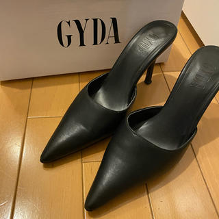 ジェイダ(GYDA)のGYDA☆ポインテッドミュール/ブラック/Sサイズ(ミュール)