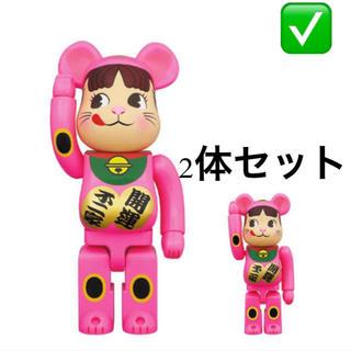 フジヤ(不二家)のBE@RBRICK 招き猫 ペコちゃん 蛍光ピンク 100% & 400%(その他)