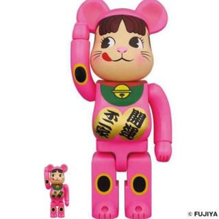 メディコムトイ(MEDICOM TOY)のBE@RBRICK 招き猫 ペコちゃん蛍光ピンク   100% & 400%(フィギュア)