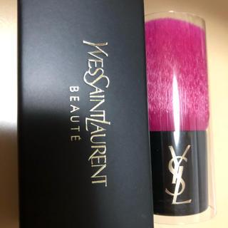 イヴサンローランボーテ(Yves Saint Laurent Beaute)のイヴサンローランYSLメイクブラシ新品(チーク/フェイスブラシ)