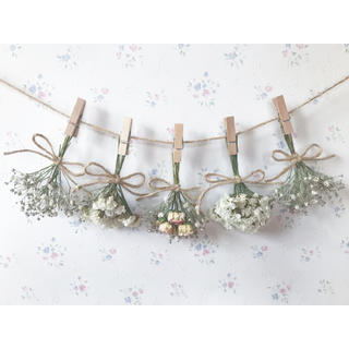 かすみ草とパステルサーモンピンクのバラのホワイトドライフラワーガーランド♡壁掛け(ドライフラワー)