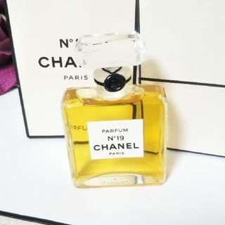 シャネル(CHANEL)の【CHANEL】美品シャネル N°19   香水14ml(香水(女性用))