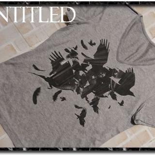 アンタイトル(UNTITLED)のアンタイトルメン プリント入りVネックTシャツ グレー(Tシャツ/カットソー(半袖/袖なし))