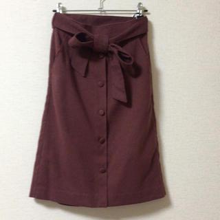 マジェスティックレゴン(MAJESTIC LEGON)のマジェスティックレゴン リボン付前ボタンIラインスカート(ひざ丈スカート)