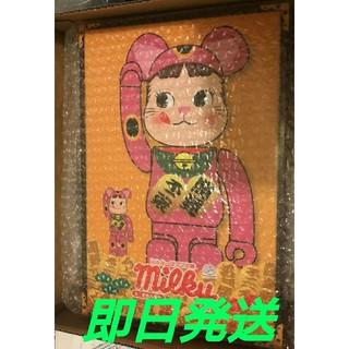 メディコムトイ(MEDICOM TOY)の BE@RBRICK 招き猫 ペコちゃん 蛍光ピンク 100% & 400%(その他)