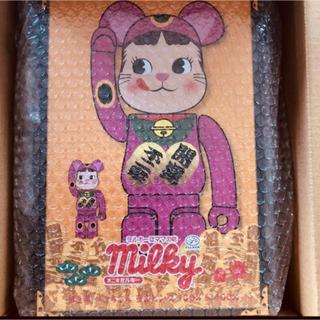 フジヤ(不二家)のBE@RBRICK 招き猫 ペコちゃん 蛍光ピンク   100% & 400% (その他)