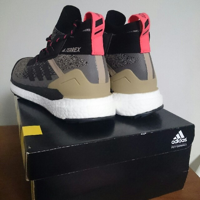 adidas(アディダス)の27cm TERREX FREE HIKER ultra boost メンズの靴/シューズ(スニーカー)の商品写真