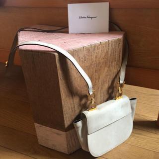 Salvatore Ferragamo - フェラガモ  ガンチーニ 正規品 バッグ 斜めがけ ショルダーバッグ 20万円