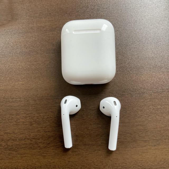 Apple(アップル)のairpods with charging case 第2世代 MN7N2J/A スマホ/家電/カメラのオーディオ機器(ヘッドフォン/イヤフォン)の商品写真