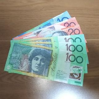 350オーストラリアドル紙幣(100×3・20×2・10×1)