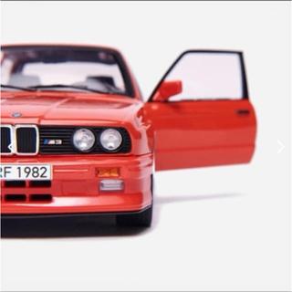 ビーエムダブリュー(BMW)のKith×BMW E30 M3 18分の1 ダイキャストカー マンプロ(ミニカー)
