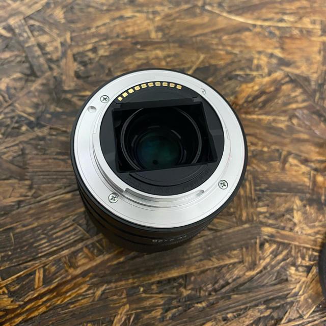 SONY(ソニー)の【美品】SONY  FE 28mm F2 SEL28F20  広角レンズ スマホ/家電/カメラのカメラ(レンズ(単焦点))の商品写真