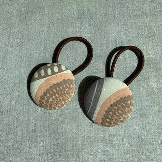 マリメッコ(marimekko)のマリメッコ コンポッティ くるみボタン2個セット(ヘアアクセサリー)