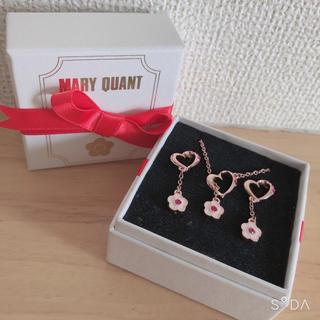 マリークワント(MARY QUANT)の新品 MARY QUANT クリスマス限定 デイジーネックレス&ピアス (ネックレス)