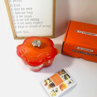 ルクルーゼ(LE CREUSET)のLe Creuset 20cm花形鋳鉄鍋、エナメル鍋、オレンジ色(鍋/フライパン)