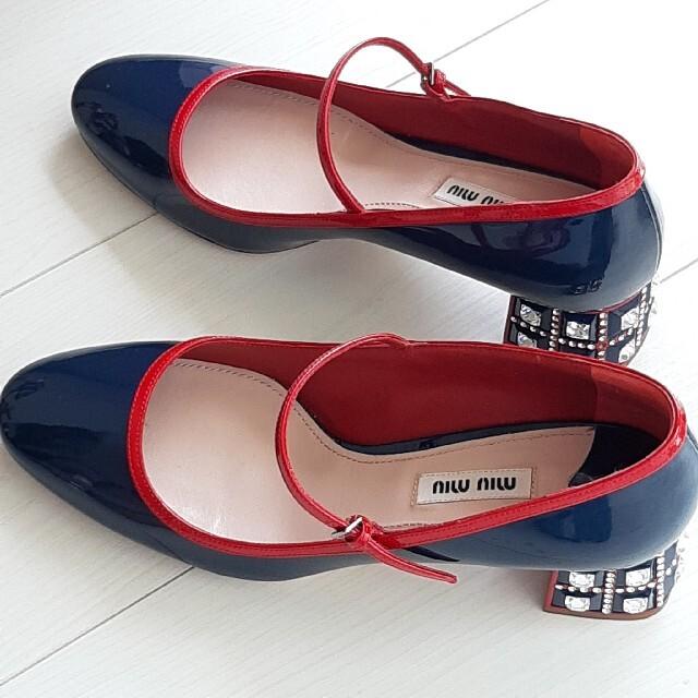 miumiu(ミュウミュウ)のmiu miu ビジュー エナメル サンダル 38 ミュウミュウ レディースの靴/シューズ(サンダル)の商品写真