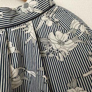 ビームス(BEAMS)のBEAMS 花柄ストライプミモレ丈スカート(ひざ丈スカート)