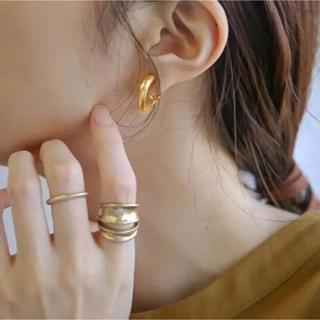 ザラ(ZARA)のC earrings-gold-(イヤリング)