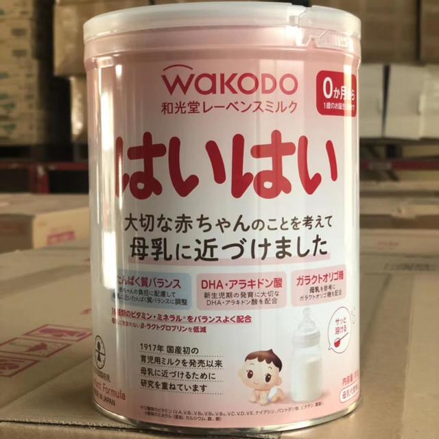和光堂(ワコウドウ)の和光堂 はいはい 粉ミルク 810g×8缶 大缶   キッズ/ベビー/マタニティの授乳/お食事用品(哺乳ビン)の商品写真