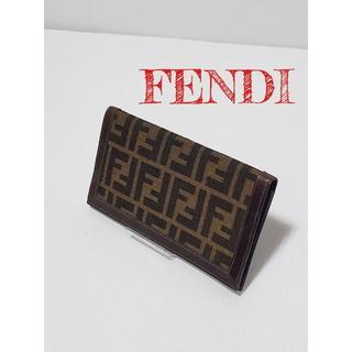 FENDI - 【美品】FENDI フェンディ パスポートケース パスケース マルチ ズッカ柄