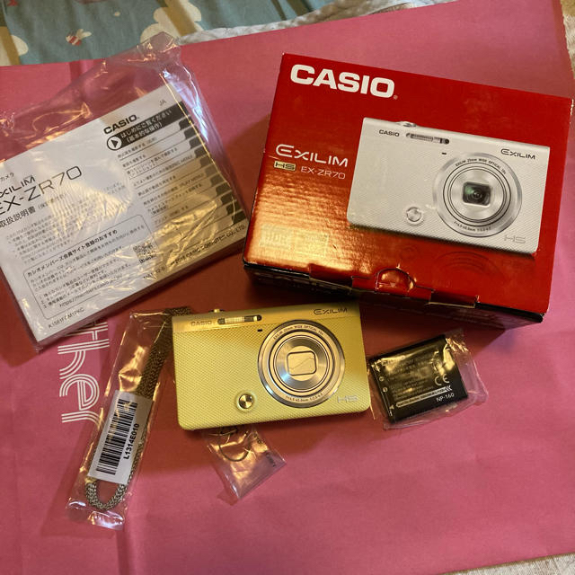CASIO(カシオ)のmoe様専用   vCASIO 「EX-ZR70 コンパクトデジタルカメラ」 スマホ/家電/カメラのカメラ(コンパクトデジタルカメラ)の商品写真