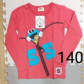 セサミストリート(SESAME STREET)の《未使用タグ付き》セサミ ロンT ユニバ USJ 赤系 男の子 女の子(Tシャツ/カットソー)