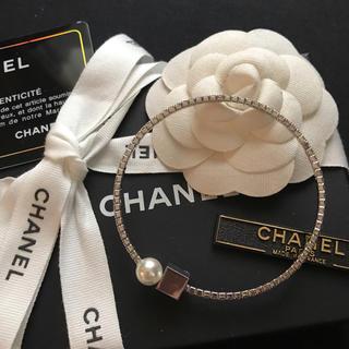 CHANEL - 【新入荷】CHANEL キラキラビジュー×パール×キューブ ワイヤーブレスレット