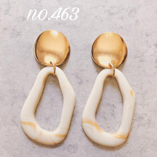 no.463 ゴールド 不規則フレーム ベージュ ピアス、イヤリング(ピアス)