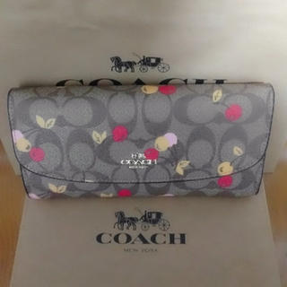 COACH - COACH長財布 二つ折りさくらんぼベージュ
