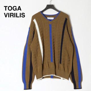 トーガ(TOGA)の【新品】20ss トーガビリリース  ニット Vネック ストライプ セーター(ニット/セーター)