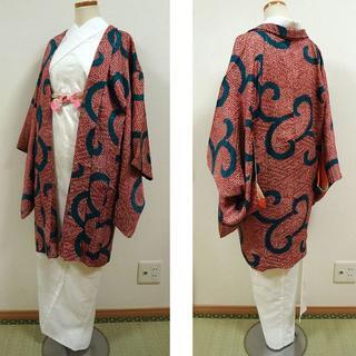 いちご色の絞り調に唐草 アンティーク羽織(着物)