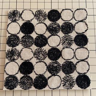 ミナペルホネン(mina perhonen)のミナペルホネン レア bii-dama ベージュ×ブラック ハギレ (生地/糸)