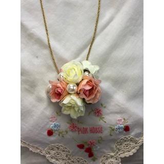 ピンクハウス(PINK HOUSE)のピンクハウス♡かわいいバラ🌹の花とパールのまぁるいネックレス♡(ネックレス)