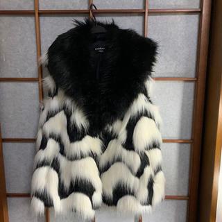 ベベ(BeBe)のコート(毛皮/ファーコート)