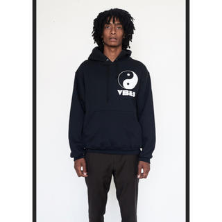 ジョンローレンスサリバン(JOHN LAWRENCE SULLIVAN)のassembly new york  VIBES hoodie(パーカー)