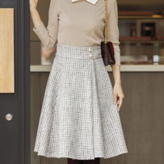 tocco - パール飾り釦付きラップ風ツイードフレアスカート