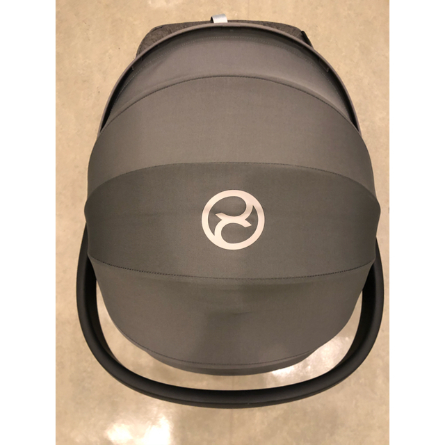 cybex(サイベックス)のサイベックス エイトンQ  アダプター付き キッズ/ベビー/マタニティの外出/移動用品(自動車用チャイルドシート本体)の商品写真