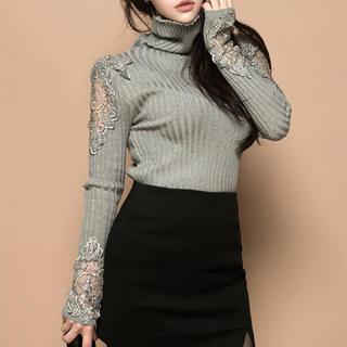 ROYAL PARTY - タートルネックレースデザインセーター(グレー)