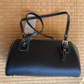 コロンとした形がかわいい ホワイトステッチ入りブラックバッグ(ショルダーバッグ)