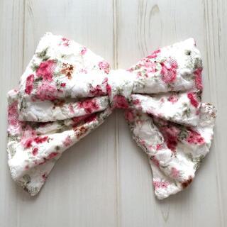 リズリサ(LIZ LISA)のLIZ LISA リズリサ リボン 花柄 白 ブローチ 装飾品 アクセサリー(その他)