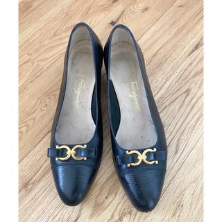 サルヴァトーレフェラガモ(Salvatore Ferragamo)のフェラガモ   パンプス ローファー 23.5(ローファー/革靴)