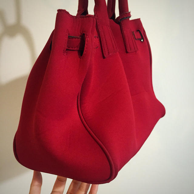 PAPILLONNER(パピヨネ)の梅雨に❤️ダイバー素材 バーキン風バッグ レディースのバッグ(ハンドバッグ)の商品写真