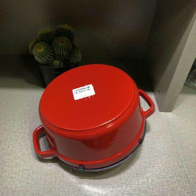 STAUB(ストウブ)のスカイブルー·24cm 鋳鉄STAUBエナメル鍋 インテリア/住まい/日用品のキッチン/食器(調理道具/製菓道具)の商品写真